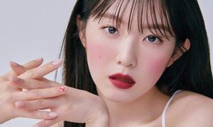 Irene được khen xinh như búp bê khi trang điểm 'má say rượu'