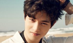 Lee Jong Hyun rút khỏi CNBLUE sau scandal tán tỉnh hot girl