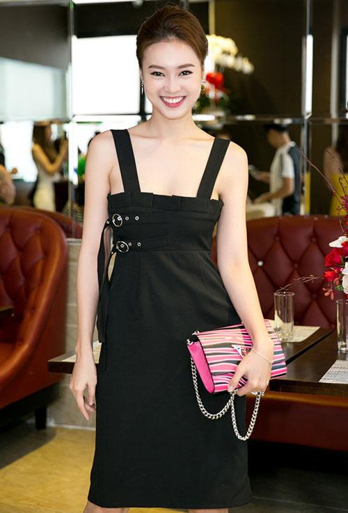 Dòng túi Louis Vuitton Twist đắt đỏ nhưng được Lan Ngọc sắm đến hai chiếc.