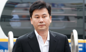 Yang Hyun Suk trình diện cảnh sát để điều tra vụ án đánh bạc