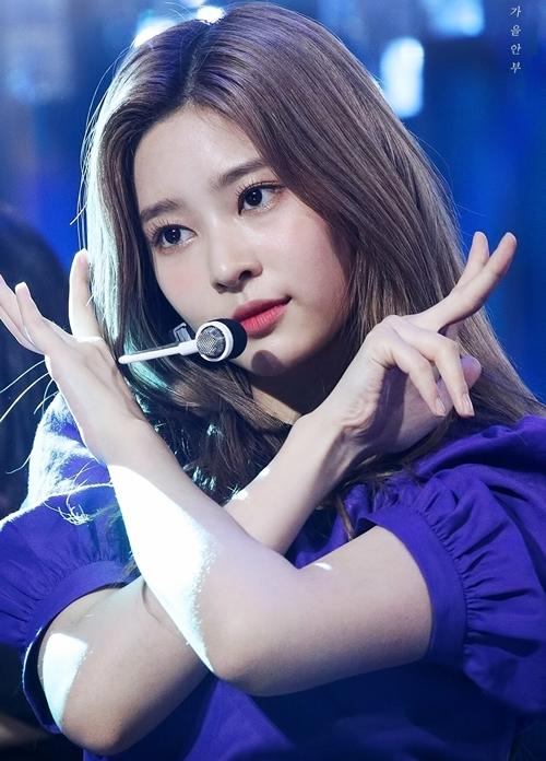 Bên cạnh thân hình nổi bật, Min Joo còn nổi tiếng với gương mặt xinh đẹp. Nhan sắc cô nàng được cho là sự pha trộn giữa vẻ đẹp của Tzuyu (Twice) và Seol Hyun (AOA).