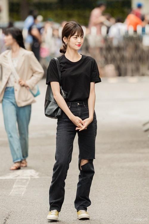 Trang phục hàng ngày của idol có khí chất thời trang nhất Kpop - 5