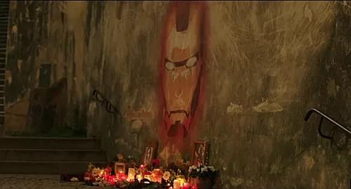 Người dân vẽ tranh, đặt hoa tưởng nhớ Iron Man trong phim Spider-Man: Far From Home.