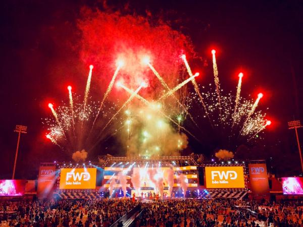 Sân khấu FWD Music Fest 2018 tại TP. Hồ Chí Minh hoành tráng với sự đầu tư khủng về âm thanh, ánh sáng và những màn pháo hoa rực rỡ