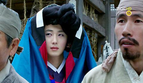 Tạo hình nữ tính của Jung Il Woo.