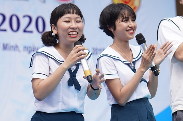 Trịnh Thảo kéo nguyên hội bạn thân đại náo trường cũ - 1