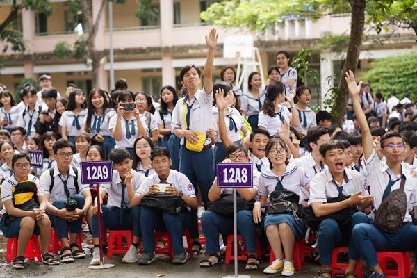 Trịnh Thảo kéo nguyên hội bạn thân đại náo trường cũ - 5