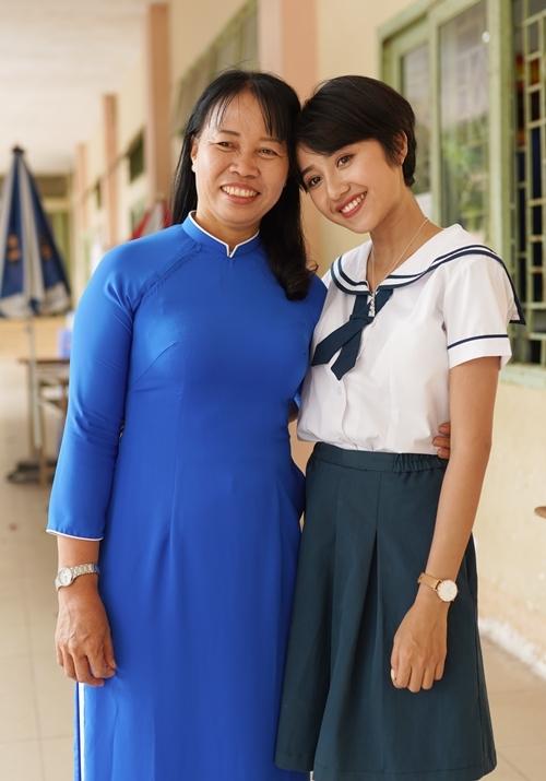 Trịnh Thảo kéo nguyên hội bạn thân đại náo trường cũ - 3