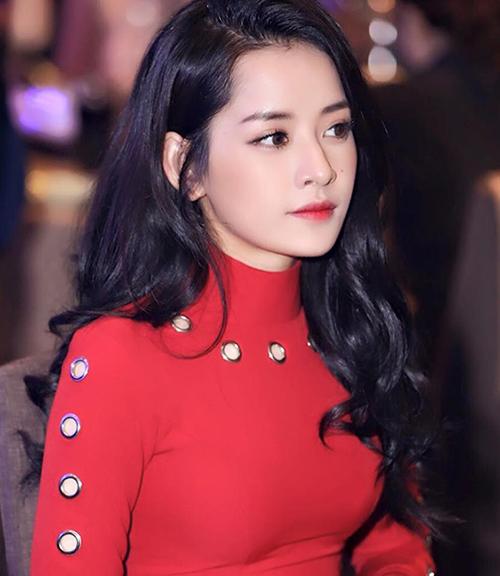 Trước đây, kiểu makeup hiền hòa khiến Chi Pu bị đóng khung với hình ảnh hot girl. Những cách trang điểm kẻ mắt nhẹ nhàng, tô son xí muội... tuy xinh xắn nhưng làm gương mặt Chi Pu thiếu điểm nhấn.