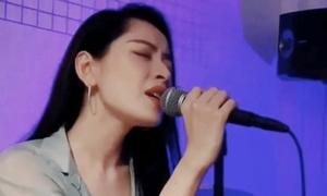 Chi Pu hát ca khúc nhạc Hoa lời Việt