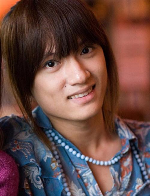 Hương Giang sở hữu đường nét khá thô khi chưa phẫu thuật chuyển giới. Cô lần đầu ra mắt công chúng tại vòng thử giọng của Vietnam Idol 2012.