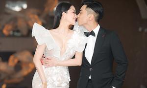 Vợ chồng Khánh Thi dự hôn lễ con gái Minh Nhựa