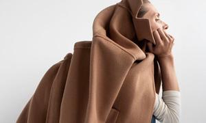 Người mẫu Zara bị chế giễu vì 'dáng ngồi tiểu tiện'