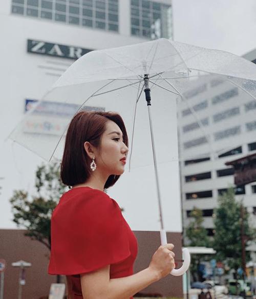 Thúy Ngân đẹp mơ màng trong chiều mưa Nhật Bản.