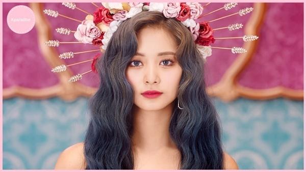 Tzuyu đẹp như nữ thần trong teaser.