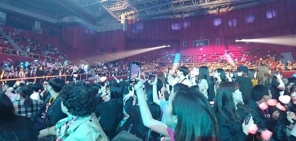 Nhiều ghế trống trong buổi họp fan tại Hàn Quốc của Black Pink.