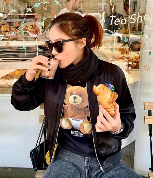 Kỳ Duyên tâm sự việc đầu tiên làm khi đến Paris là ăn bánh sừng bò và uống chocolate.
