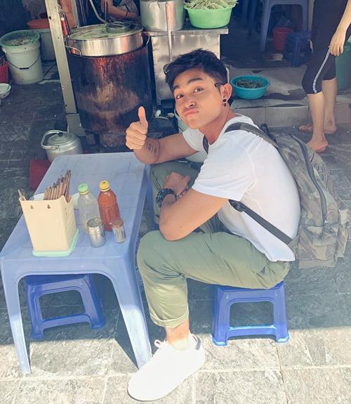 Jun Phạm rất thích ăn uống vỉa hè ở Hà Nội.