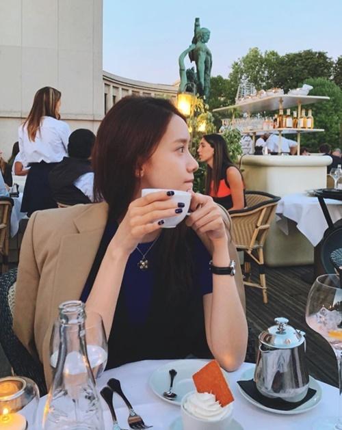 Yoona có góc nghiêng xinh đẹp với làn da trắng mịn.