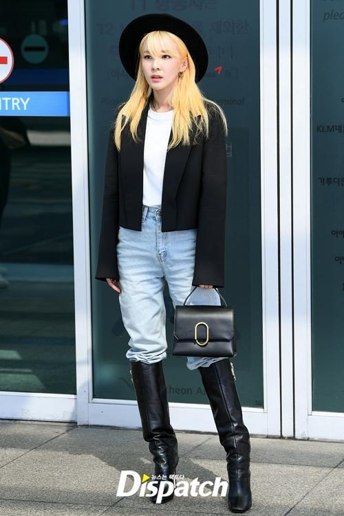 Dara (2NE1) khoe màu tóc nhuộm mới toanh và streetstyle cá tính.
