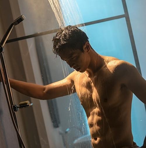 Hình thể hoàn hảo của Lee Seung Gi.