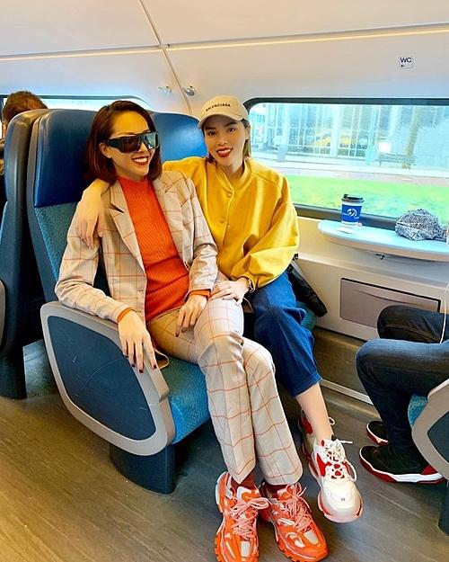 Sau Cuộc đua kỳ thú 2019, Kỳ Duyên và Minh Triệu dành thời gian đi vòng quanh châu Âu. Đôi bạn đã đi qua Pháp, Hà Lan và Thuy Sỹ. Trong chuyến đi, hai người đẹp mua sắm nhiều món hàng hiệu đôi.