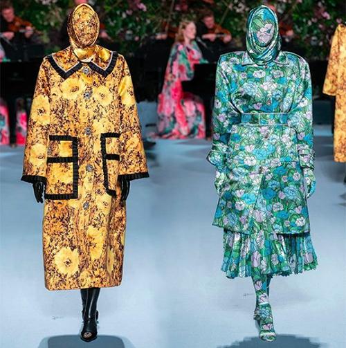 Trang phục Cardi B diện là một thiết kế của Richard Quinn, đã được giới thiệu trên sàn diễn London Fashion Week Thu Đông 2019. Ngay từ khi mới ra mắt, nó đã khiến các tín đồ thời trang rộ lên tranh cãi.