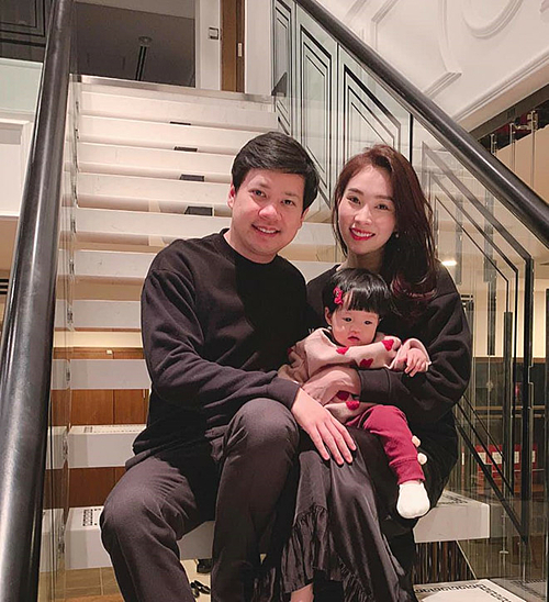 Sau khi kết hôn với doanh nhân Trung Tín, Đặng Thu Thảo hạn chế tham gia các sự kiện của làng giải trí. Tháng 3/2018, Đặng Thu Thảo hạ sinh con gái đầu lòng, tên Sophie. Thời gian đầu, cô giấu kín hình ảnh của con. Đến khi bé được 6 tháng tuổi, cô mới thường xuyên đăng tải hình ảnh bên chồng con.