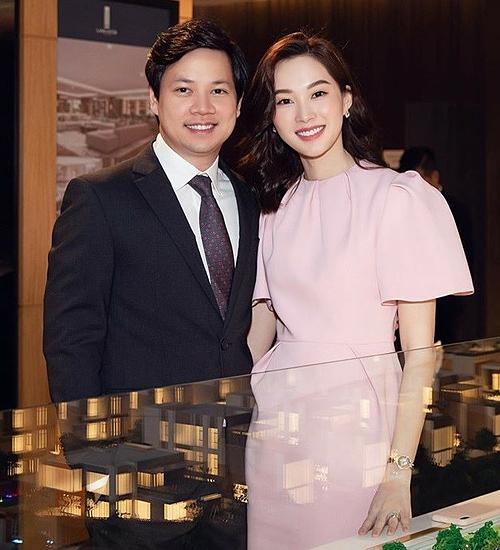 Trung Tín thi thoảng đồng hành cùng vợ trong một vài sự kiện.