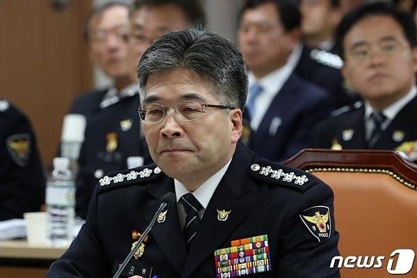 Cảnh sát trưởngMin Gap Ryong tại cuộc họp báo sáng 7/10.