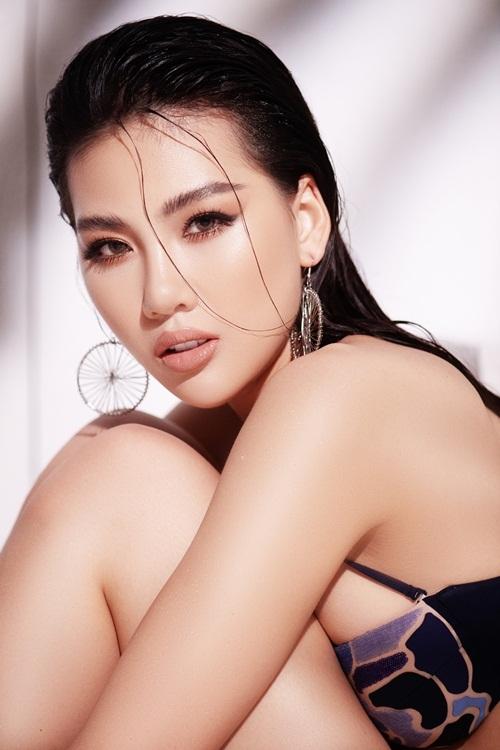 Quỳnh Hoa tên đầy đủ Bùi Quỳnh Hoa, sinh năm 1998.Năm 2018, cô đăng quang giải vàng Siêu mẫu Việt Nam. Trước đó, Quỳnh Hoa từng giành giải nhất của cuộc thi Miss Áo Dài Việt Nam World 2017 tổ chức tại Praha, Cộng hòa Czech.