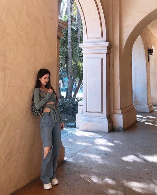 Seo Hyun ngày càng tự tin khoe thân hình hút mắt, theo đuổi phong cách phóng khoáng hơn.
