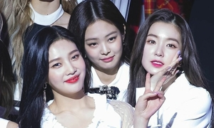 Black Pink lép vế nhan sắc khi đứng cạnh các mỹ nhân Kpop