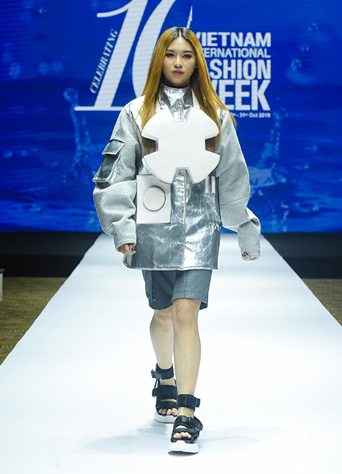 Tuần lễ còn có sự tham gia của nhiều thương hiệu thời trang Việt Nam và quốc tế như Pháp, Ba Lan, Singapore, Malaysia...