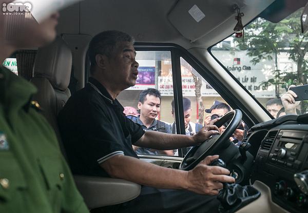 Tài xế Doãn Quý Phiến trong buổi thực nghiệm sáng ngày 13/9.
