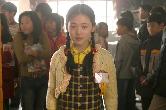 Sulli là diễn viên nhí đắt show khi đến năm 2008, cô nàng tiếp tục tham gia bộ phim điện ảnh BABO. Nữ ca sĩ vào vai thuở nhỏ của nữ chính Ha Ji Won. Cô gái có tính cách đáng yêu và rất đam mê âm nhạc.