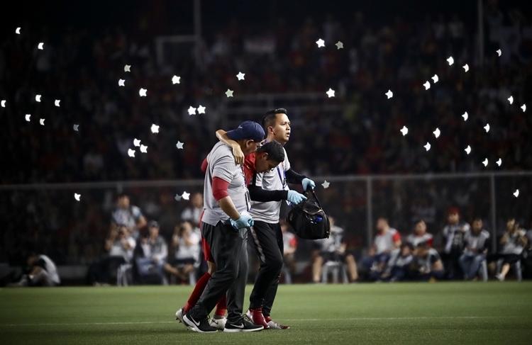 Evan Dimas rời sân.