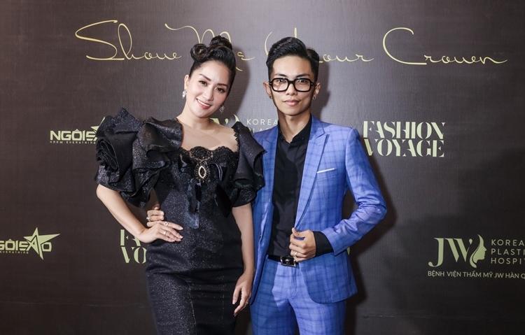 Vợ chồng Khánh Thy - Phan Hiển tình tứ tại sự kiện.
